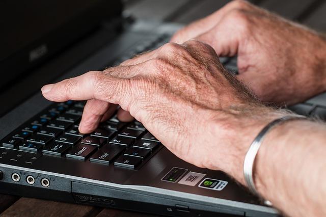 hands rheumatoid arthritis essential oils